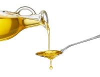 virtiendo-aceite-de-oliva