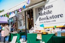 Dylan Mobile Bookstore in Swansea, Wales, una librería móvil que recorre el territorio británico.