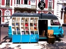 Tell a Story en Lisboa, Portugal con más de 4,000 volumenes en una van
