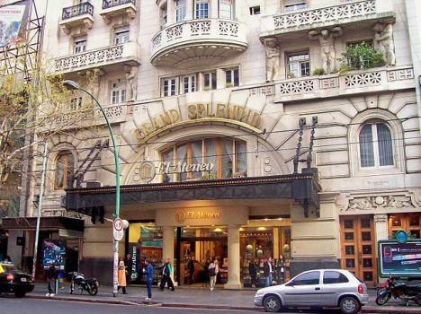 El edificio construido como teatro en 1919.