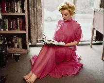 MArilyn en su biblioteca