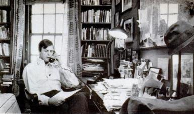 George Plimpton en su oficina de New York.