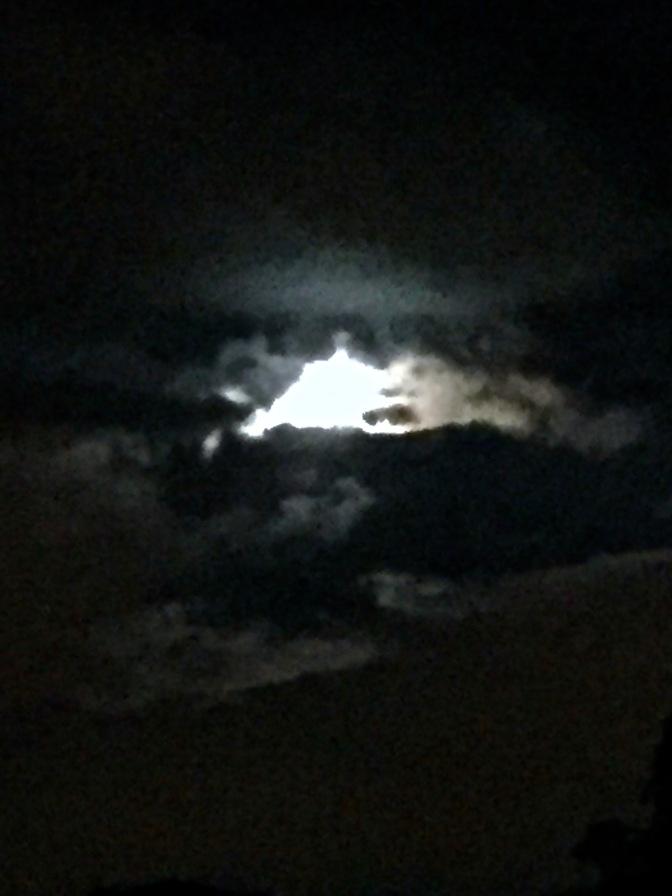 Luna entre nubes by IMarie